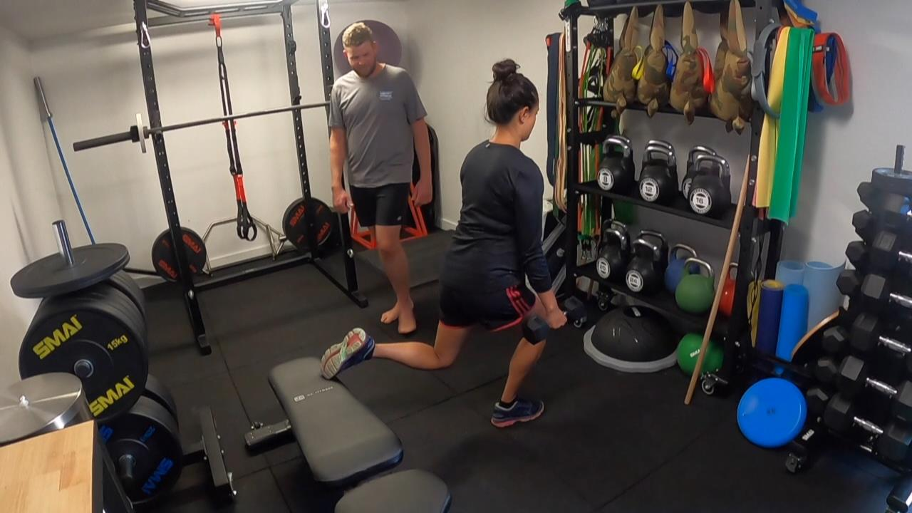 Client performing the Bulgarian squat